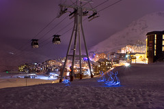 Balade familiale en luge (apophisnico) Tags: light mountain snow lightpainting ski france sport night montagne alpes painting photo nightshot lumire sony hiver val neige valthorens nuit luge thorens bonhomme funitel remonte stationdeski a350 valthorensdenuit valthorensmountain