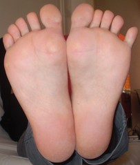 Maria1 (Dragonotna2) Tags: feet toes soles sexytoes sexyfeet femalefeet sexysoles wrinkledsoles femalesoles spreadingtoes