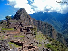 Machu Picchu - Peru (Tony Borrach) Tags: old city blue sky mountain building verde green art heritage history peru southamerica nature azul arquitetura stone cuzco architecture photoshop work canon wonderful landscape is photo site fantastic américa ruins arte cusco natureza great ciudad paisagem céu tony powershot inka unesco adobe da andes sítio machupicchu archaeological cenário pedra obra montanha picnik pedras kiribati história urubamba incas в sceneries histórico patrimonio cs3 patrimônio magestic humanidade südamerika arqueológico a590 photoscape borrach tonyborrach pachacuti canonpowershota590is flickrhivemindgroup