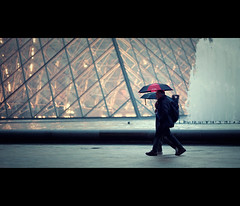 covered in rain (millan p. rible) Tags: street cinema paris france canon movie still louvre candid stranger cinematic museedulouvre 135l canonef135mmf2lusm canoneos5dmarkii coveredinrain 5d2