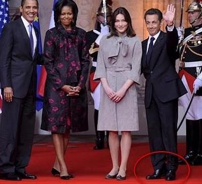 couple-sarkozy-obama-photo-sarko-leve-les-pieds