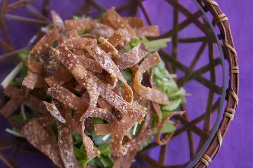 三つ葉とカリカリワンタンのサラダ