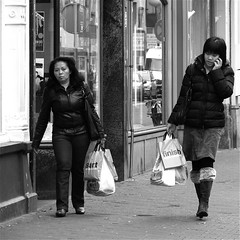 START & FINISH (Akbar Simonse) Tags: street people bw holland reflection netherlands start shopping women zwartwit candid streetphotography cellphone denhaag finish thehague streetshot straat weerspiegeling winkelen straatfotografie straatfoto nederlandvandaag akbarsimonse