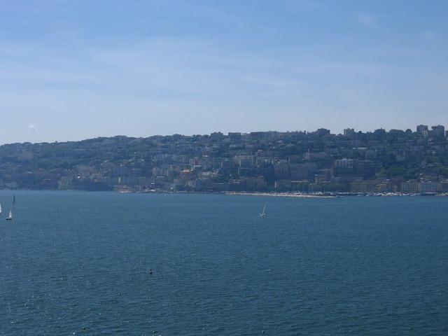 ナポリの海から見る街並みのフリー写真素材