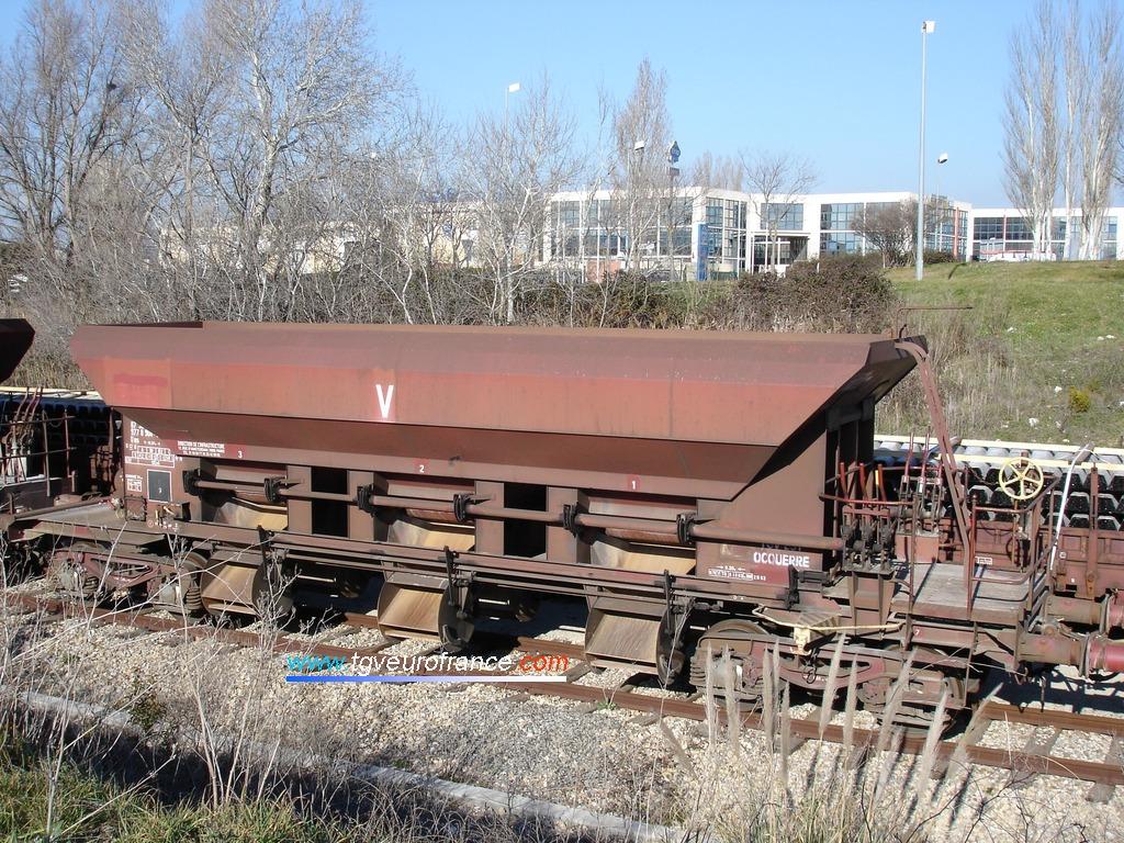 Un wagon de service de la SNCF utilisé pour le chantier de RVB entre Aix-en-Provence et Gardanne