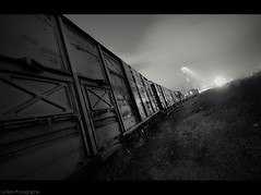 (Le***Refs *PHOTOGRAPHIE*) Tags: longexposure light bw white black night train nikon rail railway wideangle nb depot fret nimes nuit hdr sncf 1024 d90 railpassion lerefs