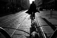(Donato Buccella / sibemolle) Tags: street blackandwhite bw italy milan bike bicycle milano streetphotography biancoenero nohands bicicletta corsogenova fromthebike mg1091 sibemolle instruction20 laduravitadelciclistamilanesefattadibinariepav