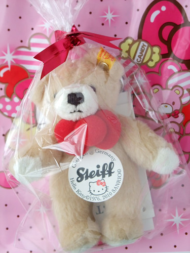 steiff hello kitty ribbon bear 1