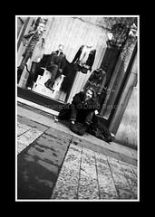 PARIS FEVRIER 2011-8483 (David Bascunana) Tags: paris cadenas palaisdejustice metro crane louvre pigeon alma pigeons coeur os muse notredame pont metropolitain arcdetriomphe sdf panam escalier greve gargouille mairie parvis pontneuf manifestation ilestlouis rer clochard chatelet catacombes bateaumouche marceau pontdesarts tapisroulant clodo paname ossements procs sansdomicile champslyse sansdomicilefixe outreau contrepoint ilesaintlouisiledelacit