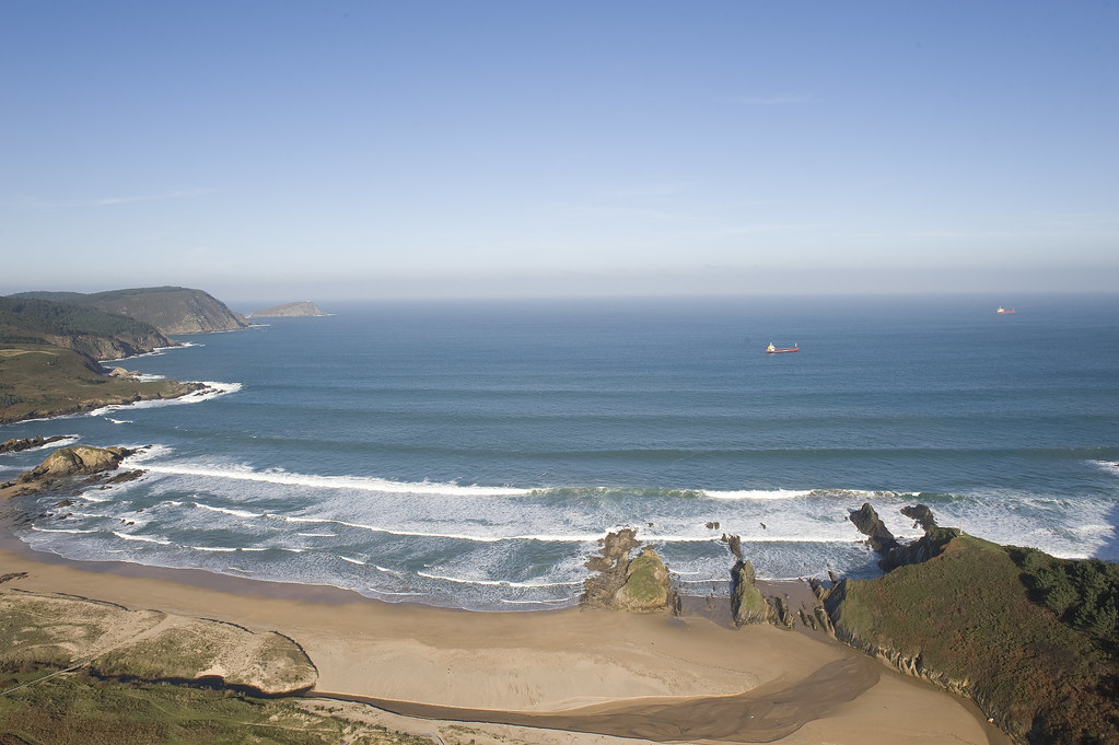 playa de las catedrales surf