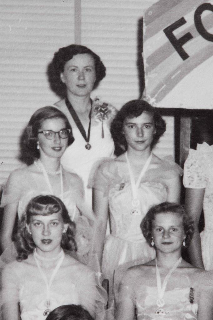 HISTORY OF 1950S FASHION. 1950S FASHION - BARBIE FASHION BAG SET