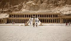 Templo de Hatshpsut / Egipto (Marcos Rivero / Fotógrafo) Tags: travel canon reina egypt agosto verano 5d desierto egipto turismo vacaciones historia fotógrafo ka viajar humana visitar arquitecto deirelbahari 24105l olétusfotos marcosrivero templodehatshpsut semmut