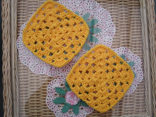 abbiezbabie (USA) Your Squares arrived today ! Thank You! These Squares are for the 'Farmyard Blanket'. Great colours!