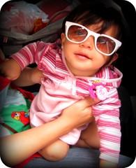 Sofis... (Joana Joaninha) Tags: familia sofia criança filhote oculos estilosa joanajoaninha hellennilce