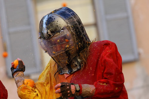 BATTLE OF THE ORANGES - IVREA CARNIVAL 2011 by ronnyreportage