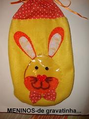 Saquinho em feltro para guloseimas...menino!!!o rosto do coelho  em plstico transparente! (ARTESonhos - Feltro e tecido - Sheila Sanso) Tags: feltro coelho saco pascoa tecido coelhinho saquinho sacola sacolinha