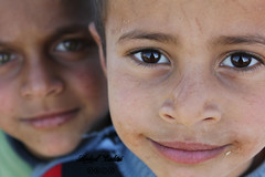 أنا بعيونن (hadeel badwi) Tags: canon syria سوريا badwi eys بدوي hadeel 550d 7v أطفال هديل كانون550 حجيرة