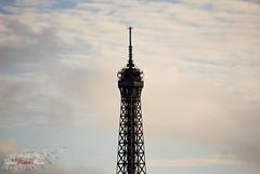 Tour Eiffel - Le Sommet. (WhiteFlowersFade) Tags: voyage travel paris france art monument architecture nikon tour vue bâtiment détail d40x 55200mmvr