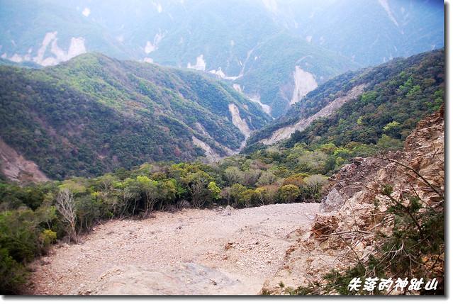 神趾山頭俯瞰東面溪谷
