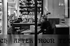 the lonely wait (LinusVanPelt ) Tags: people london gdg city bw pub uk street londra england regnounito gb