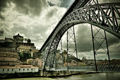 A ponte  uma passagem para a outra margem ...   The bridge is a gateway to the other  side ... (Fernanda2727 ( thank YOU friends! )) Tags: old bridge winter architecture river time douro oporto ribeira dluis virgiliocompany flickrstruereflection1 flickrstruereflection3