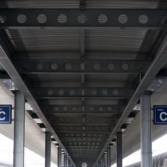 Bahnhofsymmetrie LXXI (Jrg) Tags: station train zug bahnhof sbb symmetry symmetric symmetrical ffs symmetrie cff symmetrisch bahnhofsymmetrie