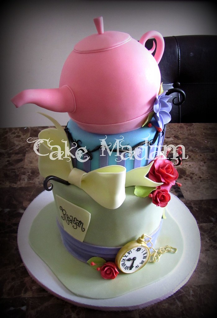 MadHatteR BaBy ShoWeR cake