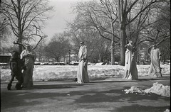 Four Statues of Liberty, Battery Park (Nesster) Tags: park nyc kodak battery d76 100 statueofliberty pocket photoop no1 foma fomapan f77 seriesii anastigmat