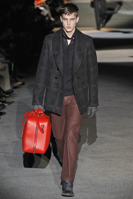 James Smith3273_FW11_Paris_Louis Vuitton(VOGUEcom)