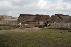 Reinhard Erichsen und Museumsangestellte bei den Wikinger Häuser in Haithabu WHH 08-02-2011