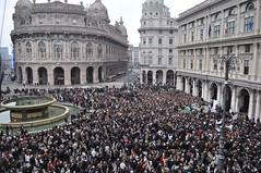 Se non ora, quando? (PhotographyIsTheMajorForceInExplainingManToMan) Tags: de se ferrari genova piazza ora non palazzo ducale quando manifestazione