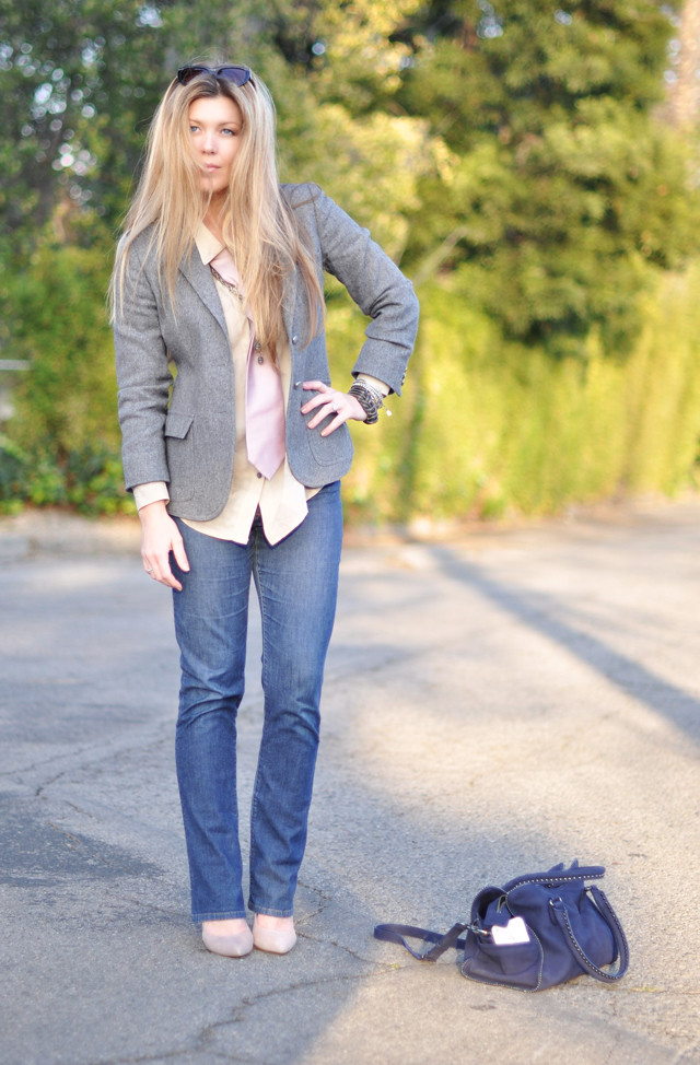 fashion, outfit post, what to wear, jeans and a blazer, straight hair, blonde, blond hair, hair, man's tie, vintage jewelry,DSC_0190