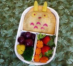 Totoro Empanada Bento (sherimiya ) Tags: school cute face kid sheri strawberries broccoli totoro grapes kawaii cauliflower bento carrots obento empanada peapods sherimiya