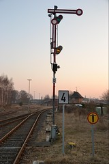 Signal: Halt (ThomasKohler) Tags: railroad train germany deutschland four track 4 rail railway zug stop bahn signal malchow vier mecklenburg schiene gleis halt flgelsignal haltsignal
