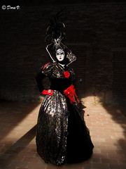 Venice Carnaval 2011 _ The Dark Queen (Dora Joey) Tags: venice red white lady rouge rojo view mask masks passion vista carnaval blanche venise carnevale rosso venezia bianco ritratto venedig atmosfera vue nero mademoiselle masques ambiance karnaval passione maschere rougeetnoir veneto blackandred veneziana deguisement blando travestimento carnavalvnitien rossoenero venitienne darkqueen reginanera bestportraitsaoi venicecarnavalcarnevaledivenezia2011dark masquesvenise ambiancevenitienne ottocentoveneziano xixvenitien reinenoire