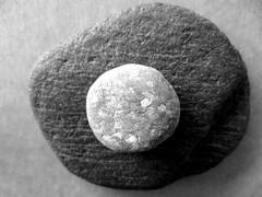 oO (Rosmarie Voegtli) Tags: bw rock stone big small pebble dailyshoot