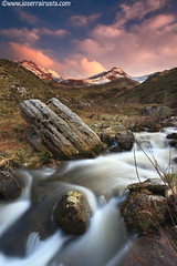 Water of the thaw / Agua del deshielo (Joserra Irusta) Tags: sunset snow mountains rio clouds creek river atardecer wind nieve viento nubes cantabria montaas canon1740f4l joserrairusta canoneos5dmkii wwwjoserrairustacom