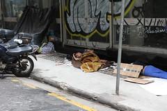 Calçada da Indiferença / Sidewalk of Indifference / Bürgersteig der Gleichgültigkeit (Tropical Diaspora) Tags: world brazil berlin cup de is am brasilien sidewalk organizer da tropical brazilian rua paulo sao ist der nicht diaspora indifference zu pobreza neuer unstoppable zuckerhut bremsen moradores wirtschaftsboom djgarrincha bürgersteig calçada tropicaldiaspora miséria gleichgültigkeit indiferença