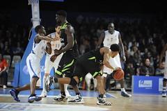Carl Ona Embo (poitiersbasket86) Tags: basket pb carl match domicile 86 ona embo poitiers dfense lnb villeurbanne proa arnes pb86