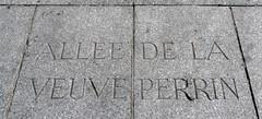 Marseille (Bouches du Rhne), devant la prfecture (Marie-Hlne Cingal) Tags: france faence marseille paca 13 bouchesdurhne sudest veuveperrin