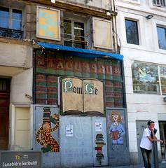 Marseille (Bouches du Rhne),   sur la Canebire (Marie-Hlne Cingal) Tags: france marseille pom graphs paca 13 peintures bouchesdurhne graphistes canebire g bouquinerie sudest pomg editionspaultacussel tacussel