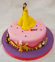 Bella (Mariana Pugliese) Tags: cake flor rosa disney lila reloj pelicula bella feliz princesa cumpleaños fucsia torta vestido violeta hadas bestia tetera candelabro básica labellaylabestia thebeautyandthebeast cuendo 241543903 marianapugliese pugliesem tortasdemariana