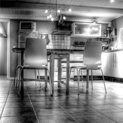 A minimal kitchen (not my own, sadly.)