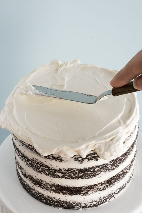 How to perfectly - and easily - frost a cake. Tons of pics!