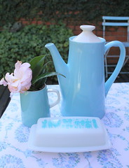 Breakfast in the garden (citrusandorange) Tags: blue pyrex coffepot
