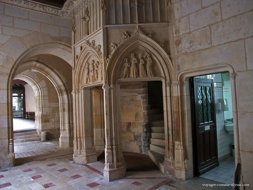Galerie basse - entrée des escaliers