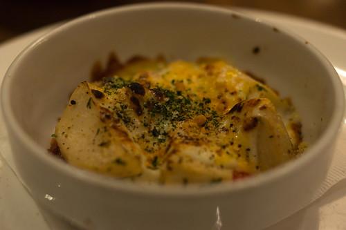前菜是芝士焗薯, 暖呼呼的~