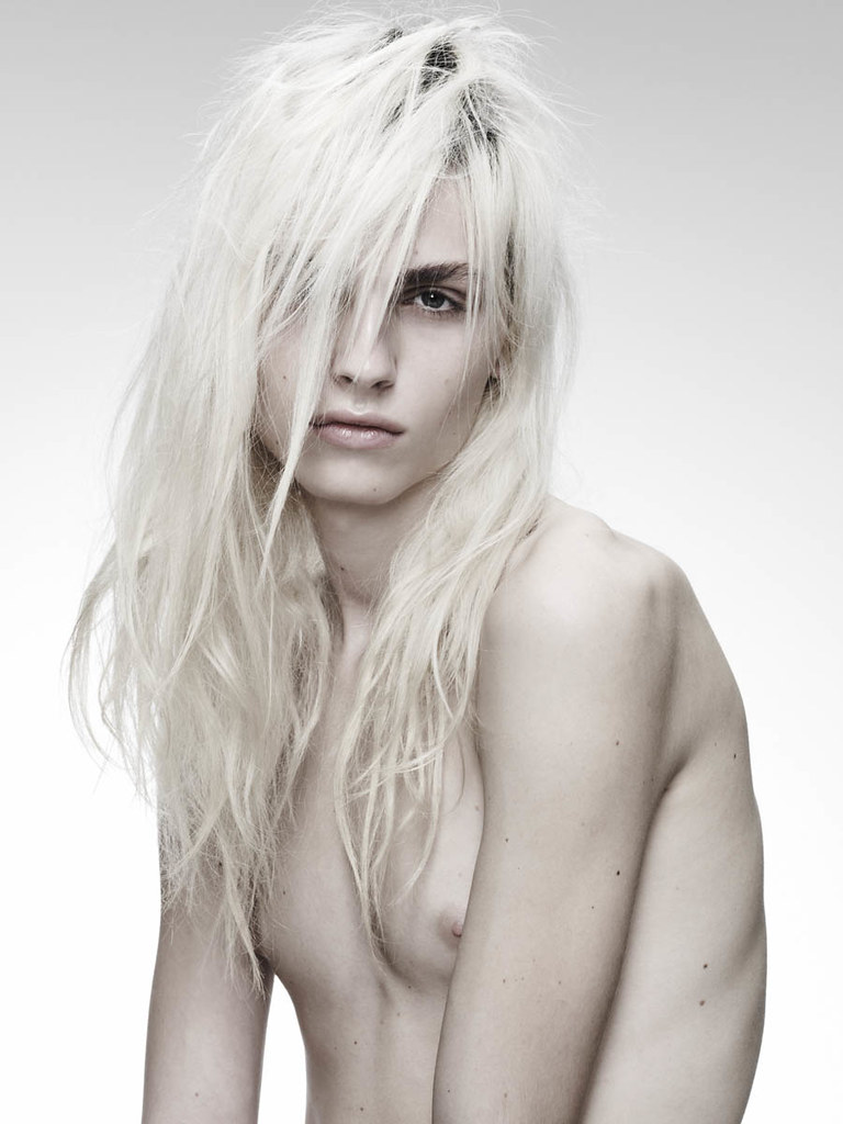 Andrej Pejic0262_OYSTER91FEBRUARY-MARCH 2011_Ph Jez Smith(oystermag.com)