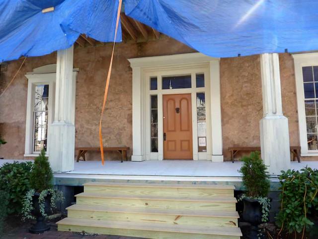 P1080499-2011-03-12-Phoenix-Flies-Grant-Mansion-Porch-Front-Door