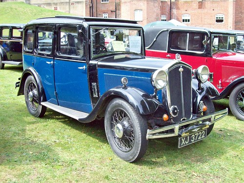 8 Wolseley Hornet Saloon (1932)